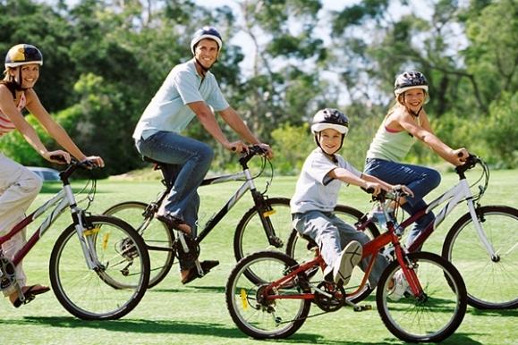 andar-en-bicicleta-es-un-buen-ejercicio-para-la-familia